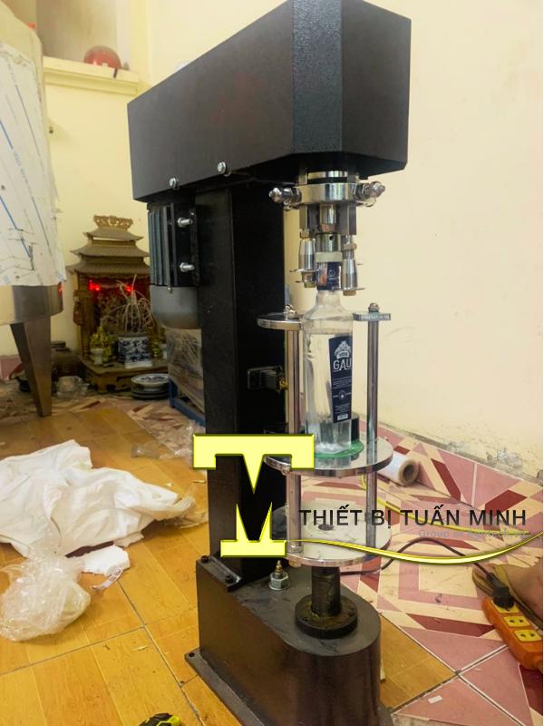 máy siết lắp chai bán tự động